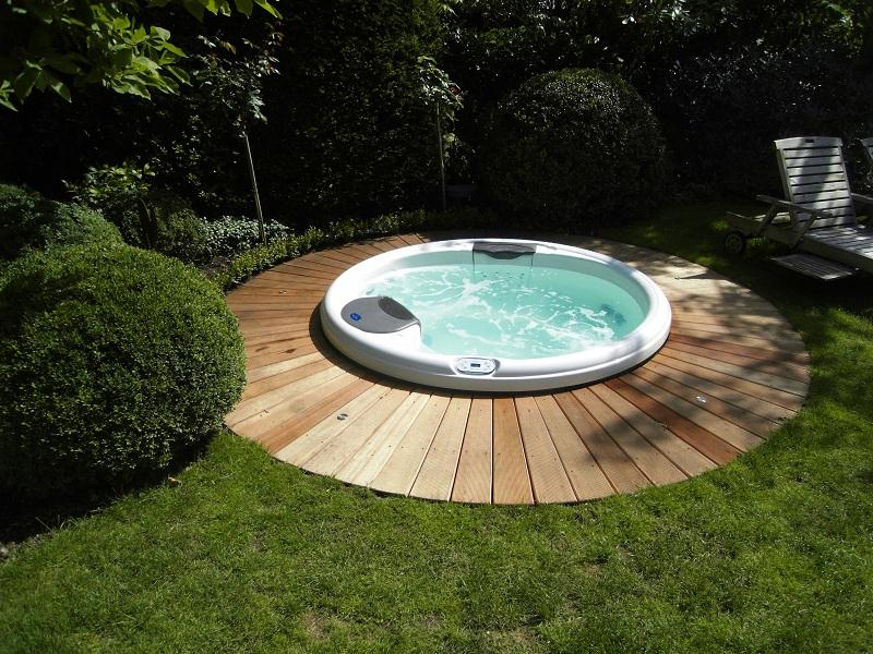 Relaxzone im garten durch spa pool von villeroy boch - Pool eingelassen ...